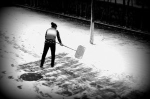 How-to-Prevent-Back-Pain-When-Shoveling