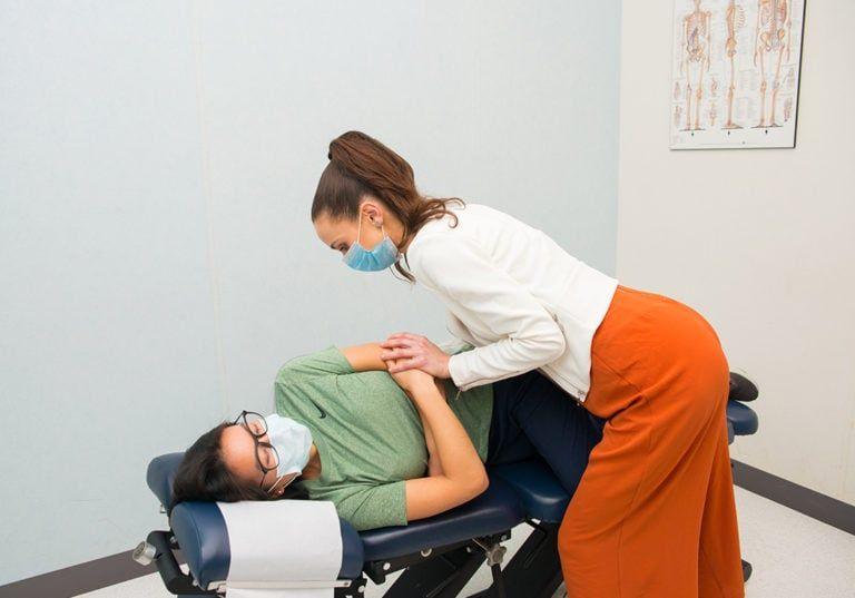 chiropractor adjustment treatment lg